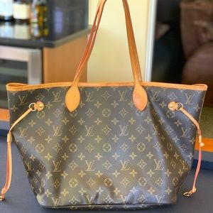 LOUIS VUITTON PURSE 💜USED